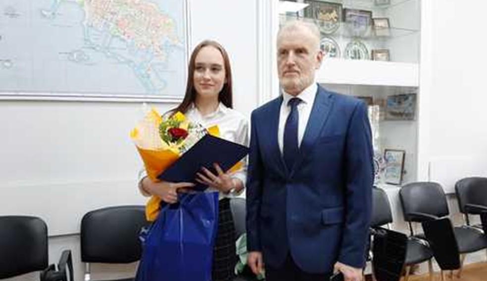 Юная жительница Кронштадта стала владелицей квартиры благодаря программе обеспечения жильем достигших совершеннолетия сирот