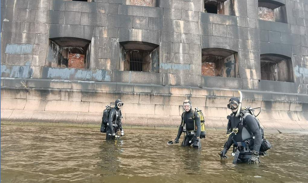 Начались подводные исследования фортов Кронштадта