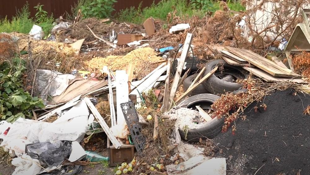 В поселке Песочный решается вопрос о вывозе мусора