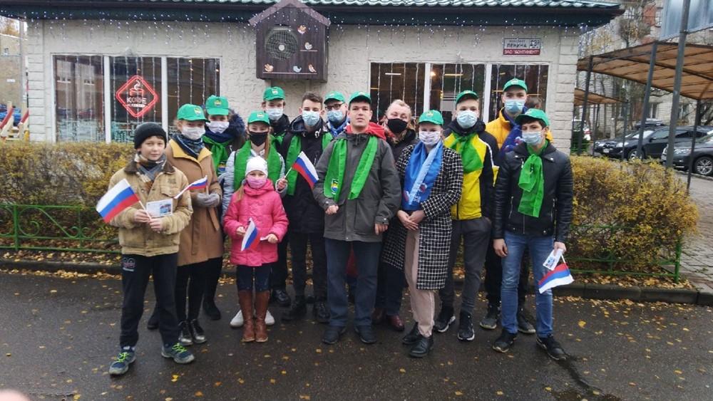 В День народного единства молодежный совет Зеленогорска провел акцию