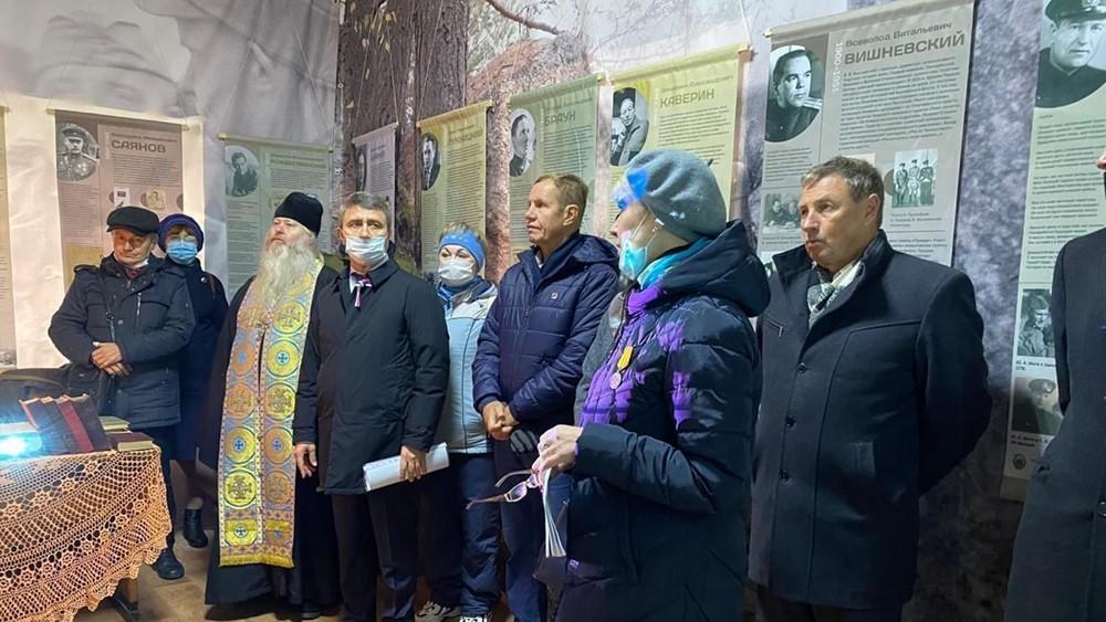 В парке «Патриот» открылась выставка «Пулей и словом»