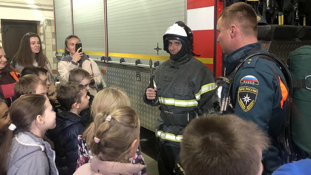 В сестрорецкой пожарной части провели экскурсию для школьников