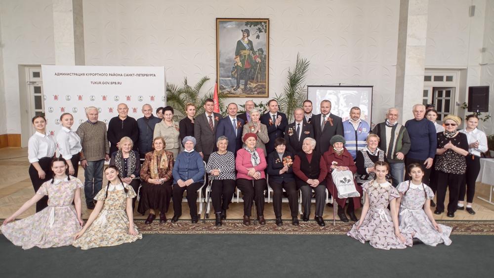 В Сестрорецке поздравляют ветеранов
