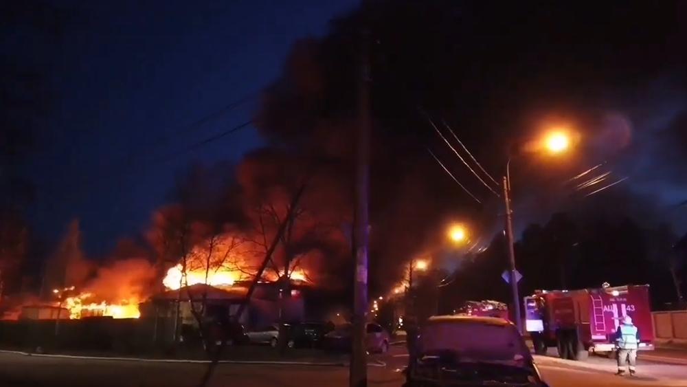 Сгорел автосервис на Любимой улице в Зеленогорске