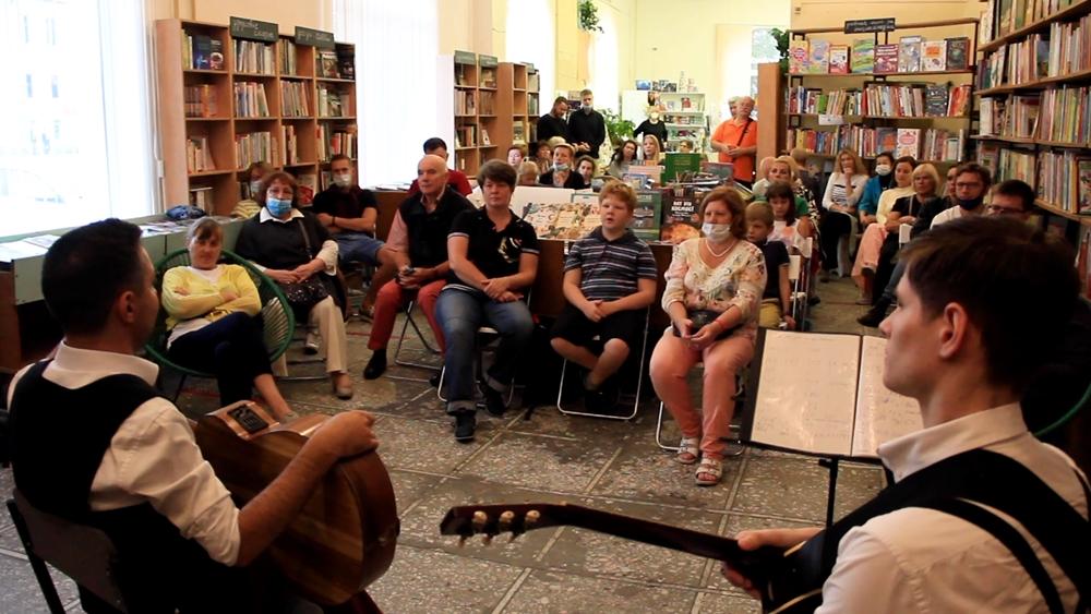 В старейшем книжном магазине Сестрорецка звучал джаз начала XX века