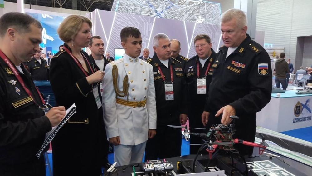 Кронштадтские кадеты представили свою разработку главкому ВМФ