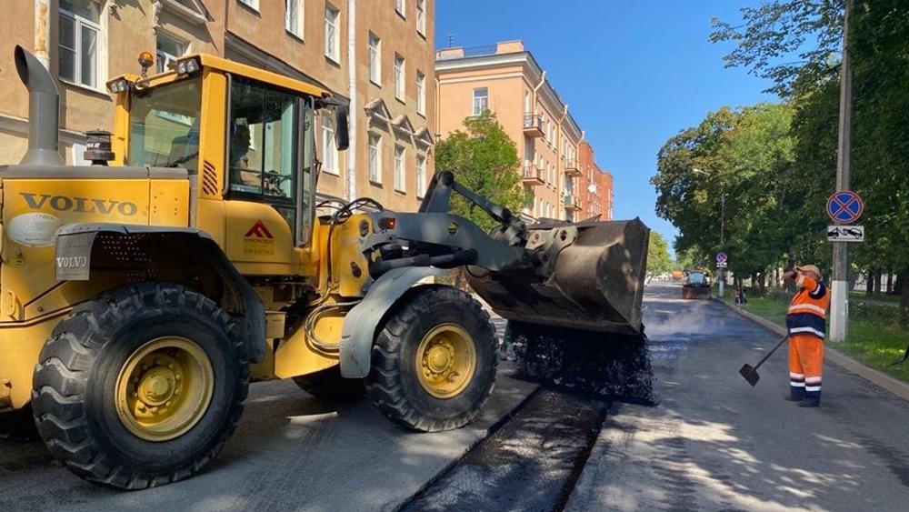 Глава Кронштадтского района проконтролировал ремонт дорожного покрытия