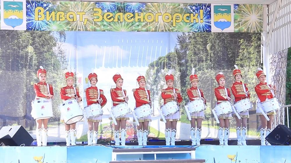 В ЗПКиО прошел праздничный концерт «Виват, Зеленогорск!»