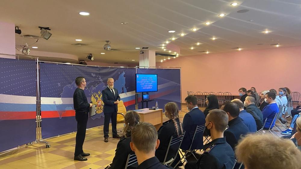 Глава администрации Кронштадтского района пообщался с молодежью