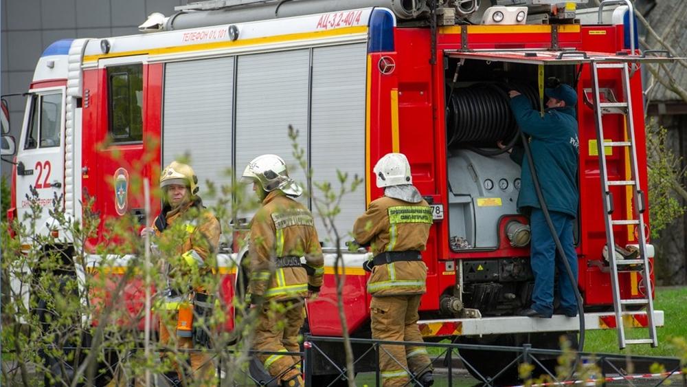 Спасатели ликвидировали пожар на корабле в доке Кронштадтского морского завода