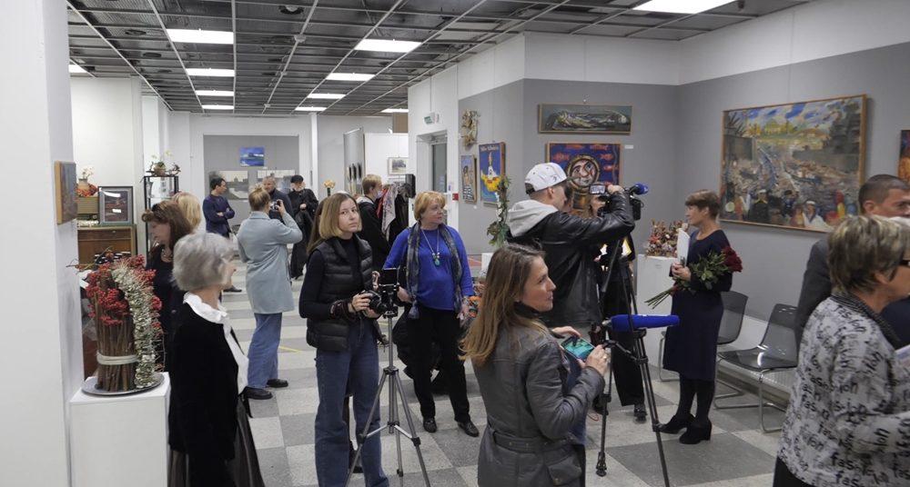 В Сестрорецке открылась выставка «Митьки – друзья Сестрорецка»