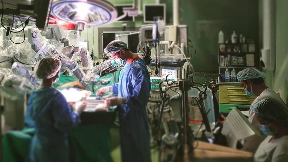 В 40-й больнице возобновили операции на сердце с использованием робота