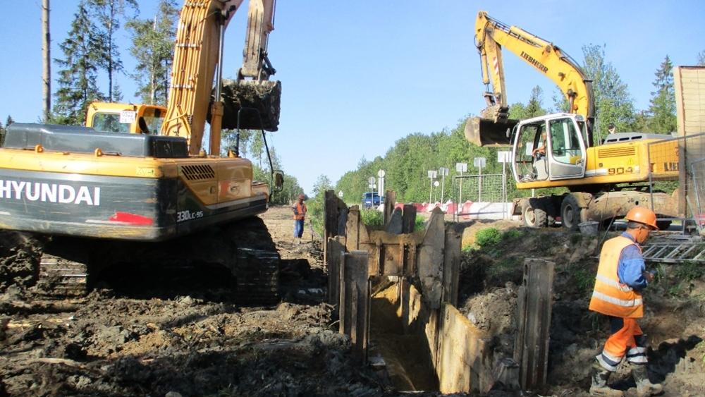 Работы петербургского «Водоканала» ограничили дорожное движение на Левашовском шоссе